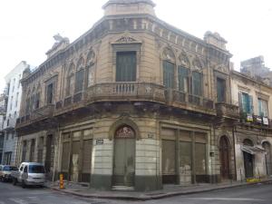 Casa cedida para la realización del Centro de Día en Montevideo, ubicada en la calle Treinta y Tres esq. Piedras